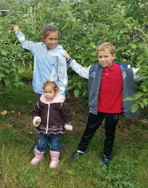 the-kids-apple-picking2